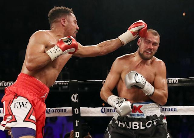 Andre Ward (L) battles Sergey Kovalev during their light heavyweight championship bout at the Mandalay Bay Events Center in Las Vegas, Nevada (AFP Photo/Christian Petersen)