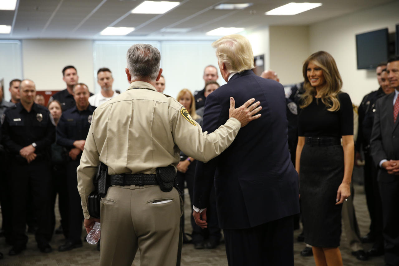 <p>President Donald Trump and first lady Melania Trump meet with police at the Las Vegas Metropolitan Police Department in the wake of the mass shooting in Las Vegas, Nev., Oct. 4, 2017. (Photo: Kevin Lamarque/Reuters) </p>
