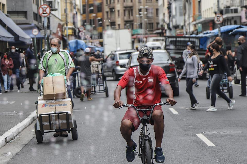 SAO PAULO, April 29, 2021 -- People wearing face masks are seen on the street in Sao Paulo, Brazil, April 29, 2021. Brazil reported 3,001 new deaths related to COVID-19 in the last 24 hours, raising the national death toll to 401,186, the Ministry of Health reported.    The ministry said that tests detected 69,389 new COVID-19 cases, taking its nationwide tally to 14,590,678. (Photo by Rahel Patrasso/Xinhua via Getty) (Xinhua/Rahel Patrasso via Getty Images)