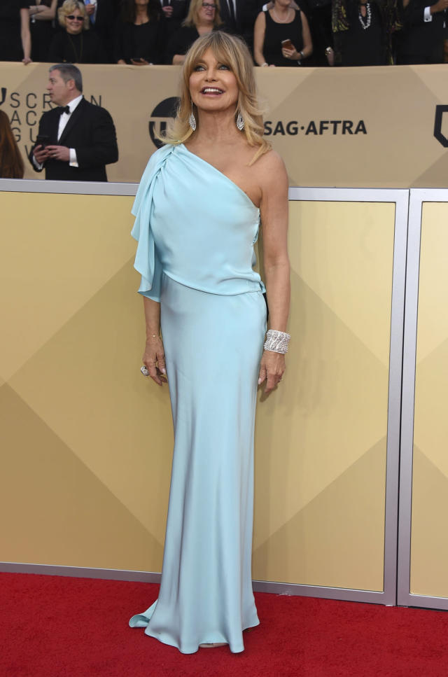 Goldie Hawn stole the fashion spotlight at the SAG Awards. (Photo: Getty Images)