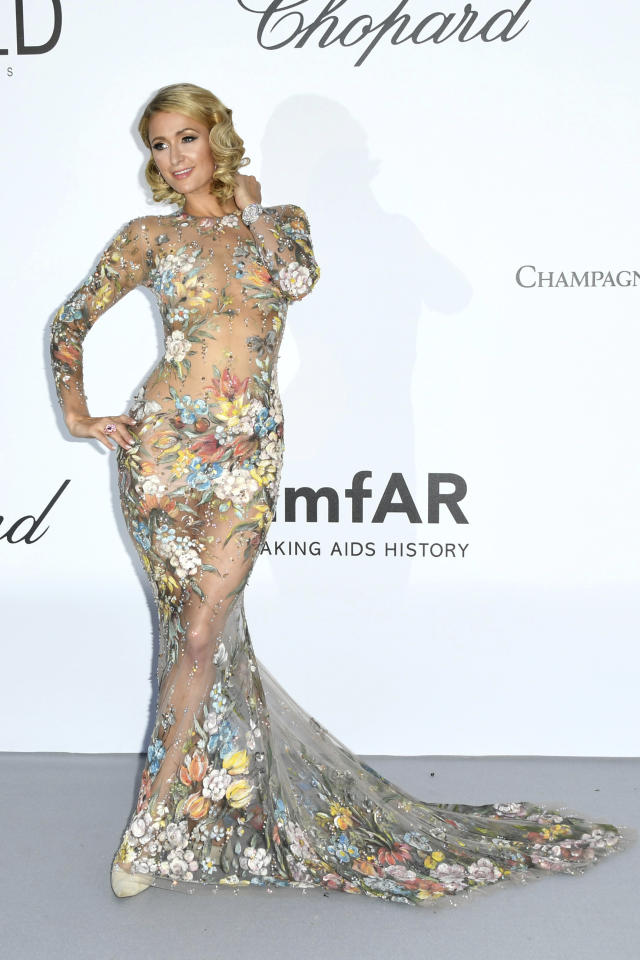 <p>Un abito completamente trasparente con applicati dei fiori. ecco il look di Paris Hilton a Cannes.<br />(Photo by Arthur Mola/Invision/AP) </p>