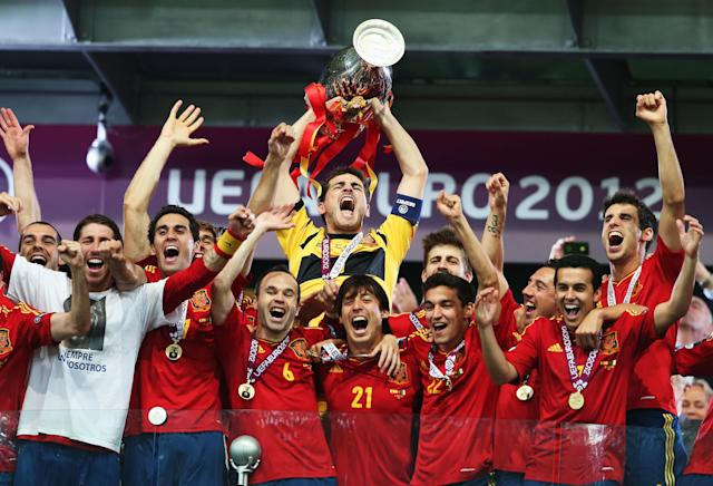 KIEV, UKRAINE - JULY 01: Iker Casillas (C) of Spain lifts the trophy as he celebrates with team-mates following victory in the UEFA EURO 2012 final match between Spain and Italy at the Olympic Stadium on July 1, 2012 in Kiev, Ukraine. (Photo by Alex Grimm/Getty Images)