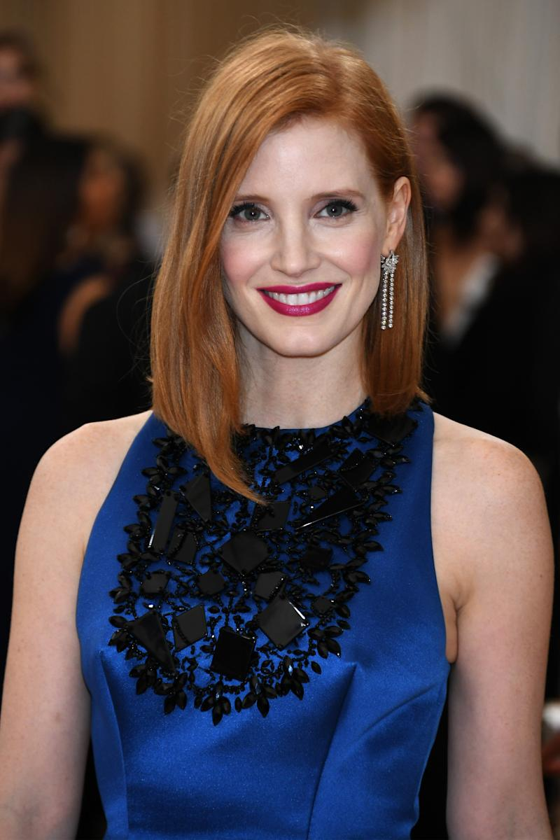 Jessica Chastains Asymmetric Lob At The 2016 Met Gala