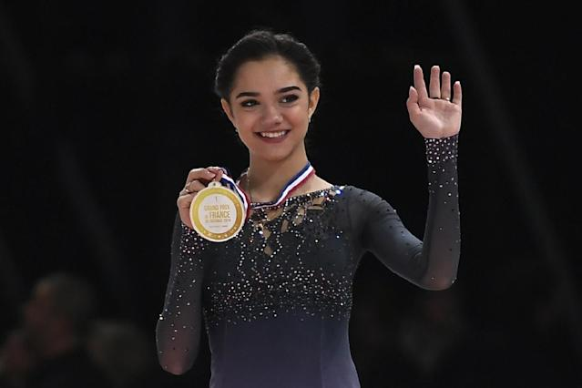 <p>Russia's Evgenia Medvedeva poses on the podium with her gold medal after she won the Ladies event at the ISU Grand Prix of Figure Skating in Paris on November 12, 2016. / AFP / LIONEL BONAVENTURE </p>