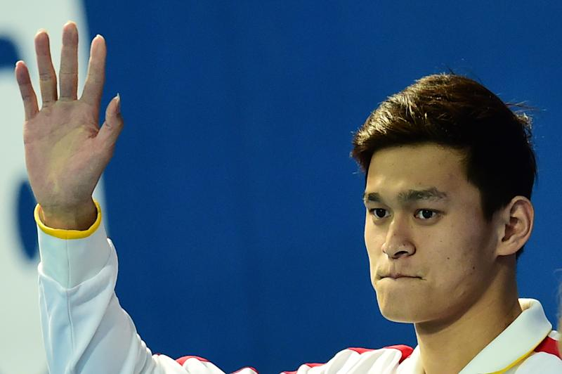 China's Sun Yang waves prior to receiving the award for the best male swimmer at the 2015 FINA World Championships in Kazan on August 9, 2015 (AFP Photo/Christophe Simon)