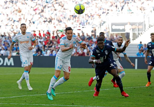 Soccer Football - Ligue 1 - Olympique de Marseille vs LOSC Lille - Orange Velodrome, Marseille, France - April 21, 2018 Marseille's Florian Thauvin scores their first goal REUTERS/Philippe Laurenson