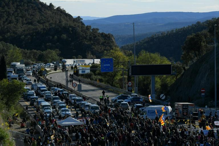 The busy cross-border motorway linking Spain and France suffered intermittent blockages for more than 48 hours