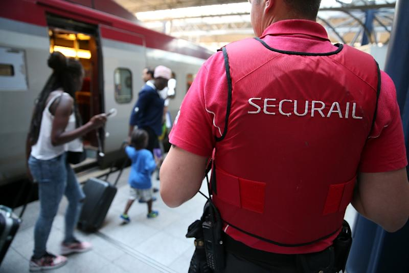 A Securail railway security officer stands on the platform at the Zuid-Midi railway station in Brussels, on August 22, 2015, a day after a shooting on an Amsterdam-Paris Thalys train (AFP Photo/Nicolas Maeterlinck)