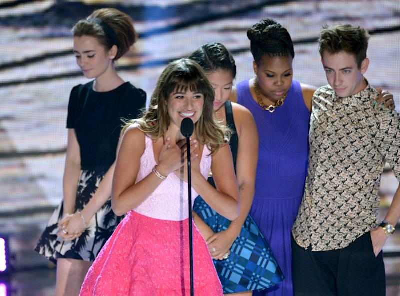 "Actress Lea Michele, center, from ""Glee""speaks on stage as she accepts an award at the Teen Choice Awards at the Gibson Amphitheater on Sunday, Aug. 11, 2013, in Los Angeles. Pictured in background are fellow cast members, from right, Kevin McHale, Amber Riley, Jenna Ushkowitz and presenter Lily Collins. (Photo by John Shearer/Invision/AP)"