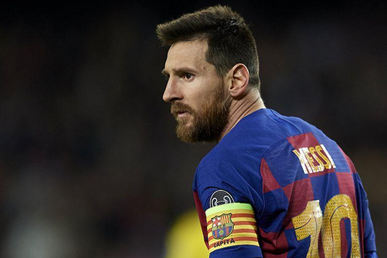 Lionel Messi of Barcelona looks on during the UEFA Champions League group F match between FC Barcelona and Borussia Dortmund at Camp Nou on November 27, 2019 in Barcelona, Spain. (Photo by Jose Breton/Pics Action/NurPhot