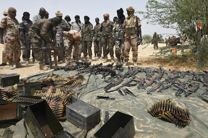Chadian soldiers display arms captured from Boko Haram militants on April 3, 2015 in Malam Fatori, in northeastern Nigeria, which was retaken from Islamist Boko Haram militants (AFP Photo/Philippe Desmazes)