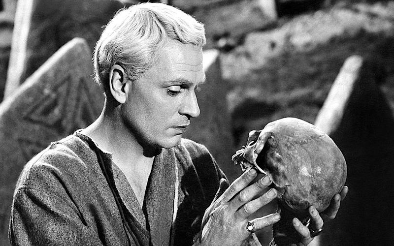 Sir Laurence Olivier overdoing a little as Hamlet