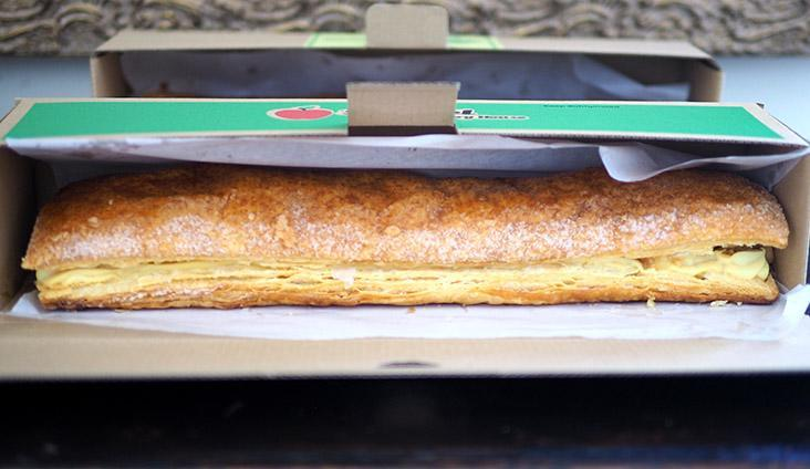 The top puff pastry layer for Strudel Bakery House covers the strudel properly.