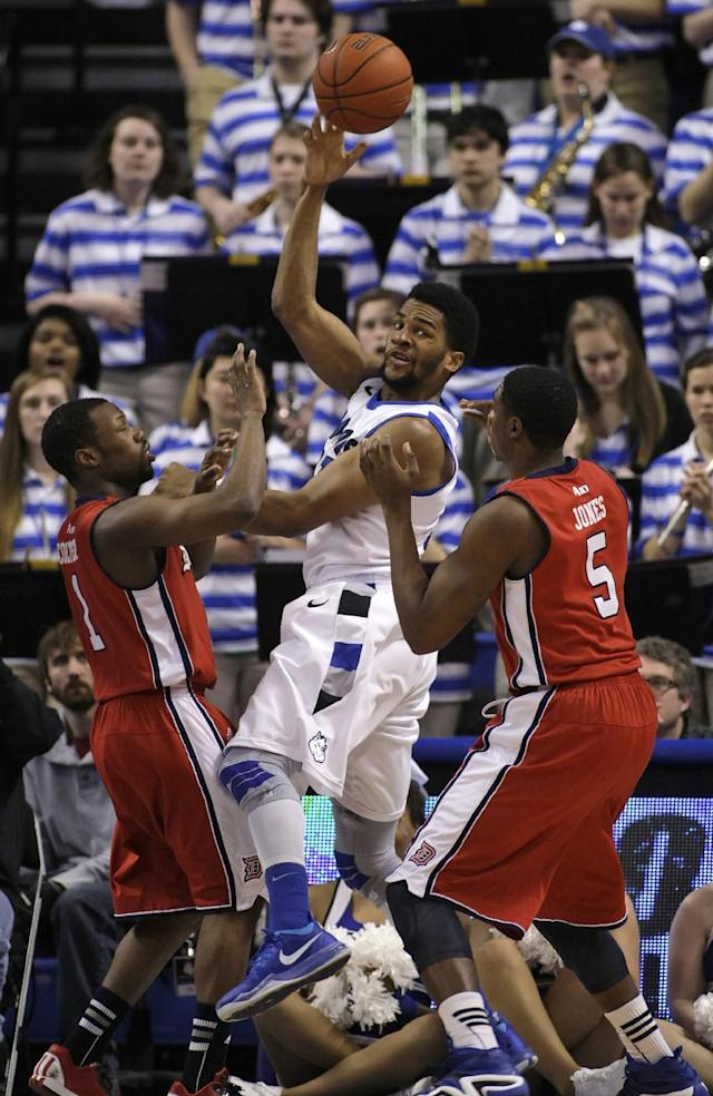 Saint Louis' Dwayne Evans (21) passes out of the double-team by Duquesne's Derrick Colter (1) and Jerry Jones (5) during the first half of an NCAA college basketball game, Thursday, Feb. 27, 2014, in St. Louis. (AP Photo/Tom Gannam)