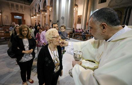 Christians receive Communion at Saint Joseph's Roman Catholic Church before Pope Francis is scheduled to visit, in Cairo, Egypt April 23, 2017. Picture taken April 23, 2017. REUTERS/Mohamed Abd El Ghany