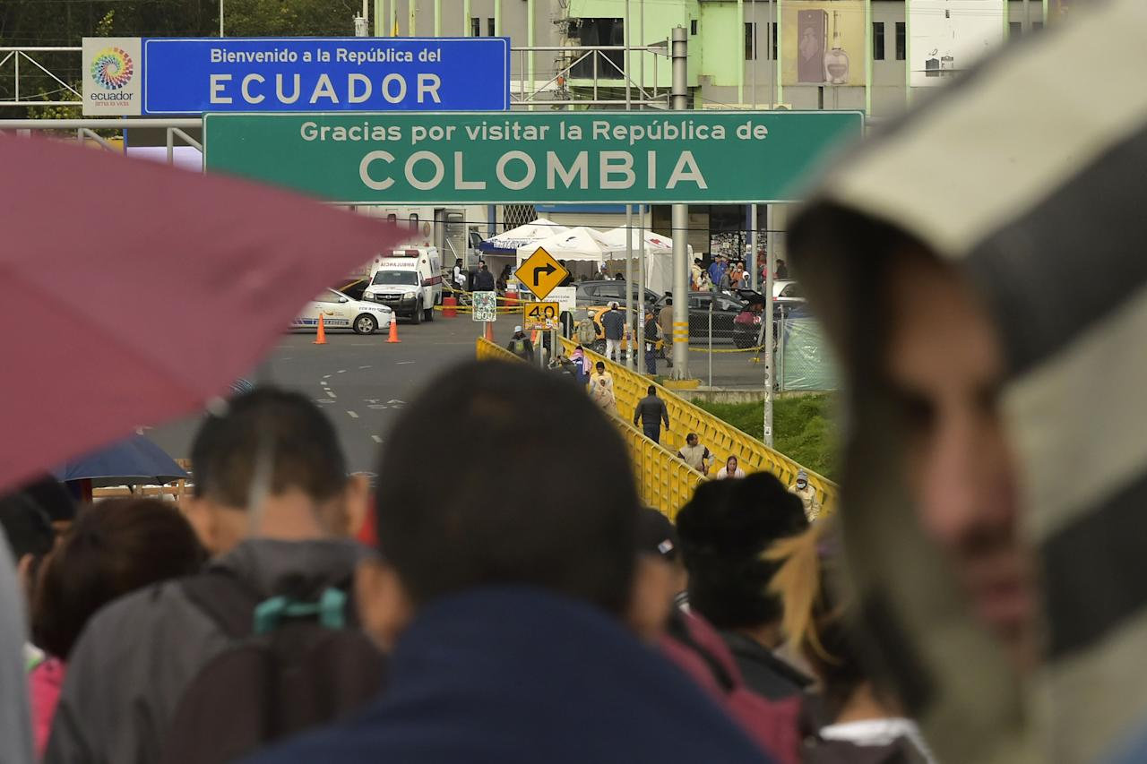 <p>Venezuelan citizens wait in line to cross to Ecuador at the Rumichaca international bridge in Ipiales, Colombia, on Aug. 11, 2018. (Photo: Rodrigo Buendia/AFP/Getty Images) </p>