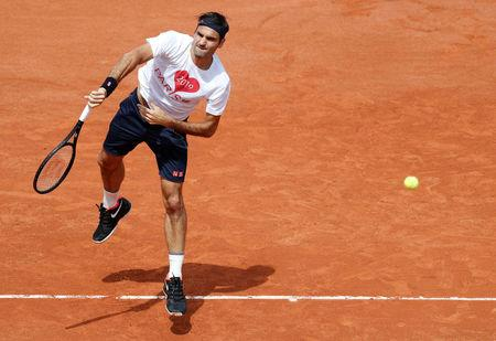 Roger Federer cruises past Lorenzo Sonego on his return to Roland Garros
