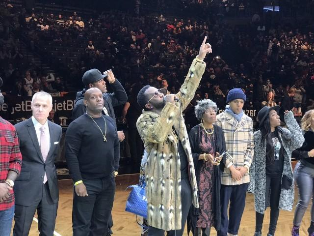 """Watch Diddy Unveil Barclays Center's Permanent Tribute To The Notorious B.I.G. During Brooklyn Nets' """"Biggie Night"""""""