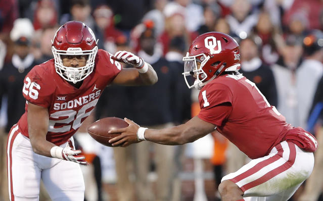 Oklahoma's Kennedy Brooks (L) has rushed for over 1,000 yards on just 113 carries. (AP Photo/Alonzo Adams)
