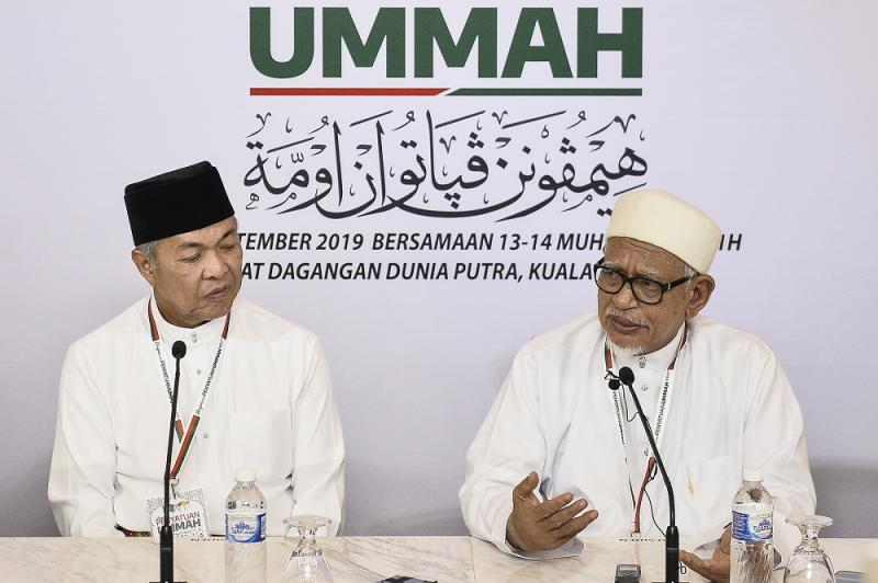 Umno president Datuk Seri Zahid Hamidi (left) and PAS president Datuk Seri Abdul Hadi Awang at the Himpunan Penyatuan Ummah (Muslim Unity Rally) at the Putra World Trade Centre September 14, 2019. — Picture by Miera Zulyana