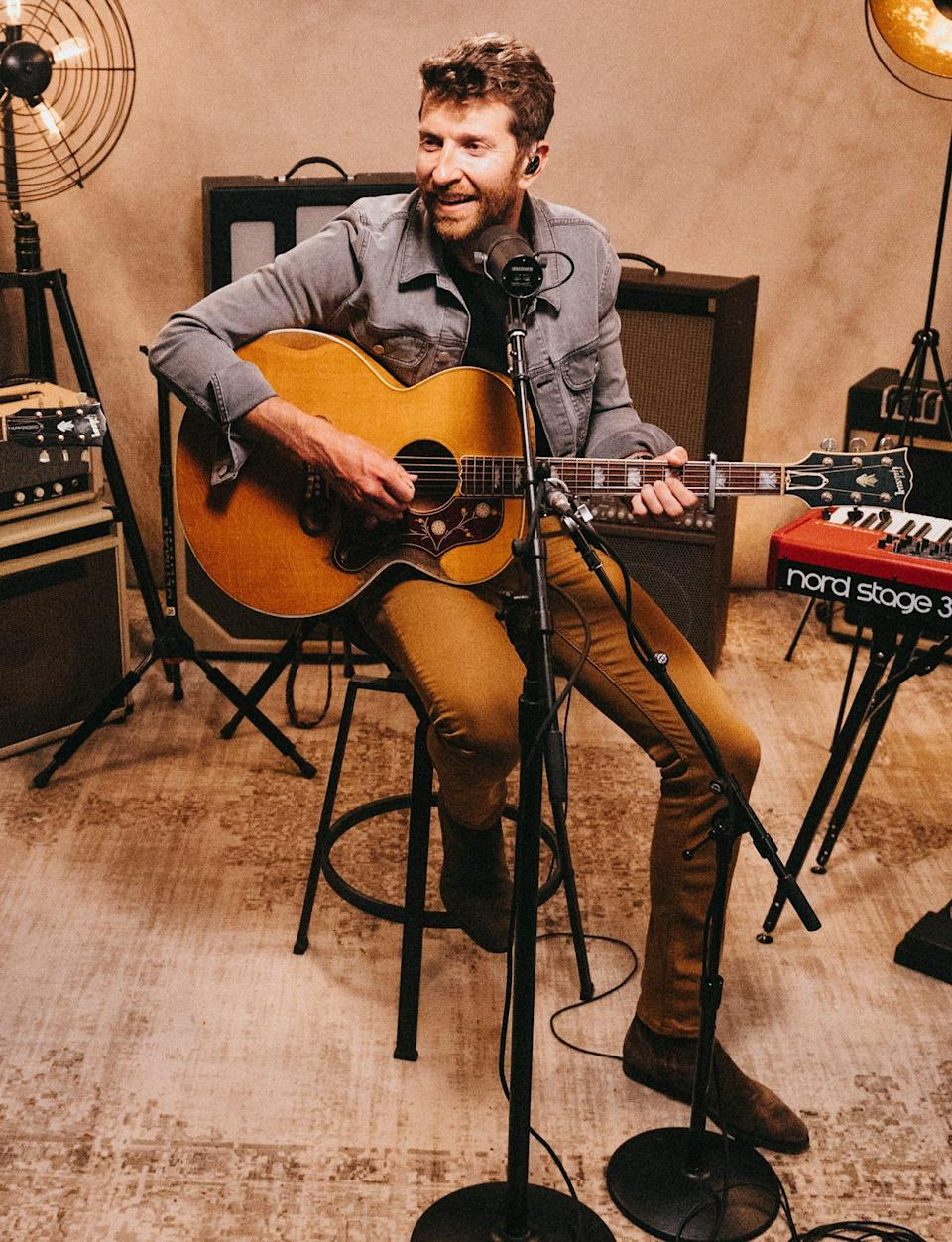 <p>Brett Eldredge gets warmed up ahead of his <em>Sunday Drive </em>performance during the first-ever Chase virtual soundcheck, streaming in partnership with the Chicago Theatre at 8 p.m. ET Thursday night via social media.</p>