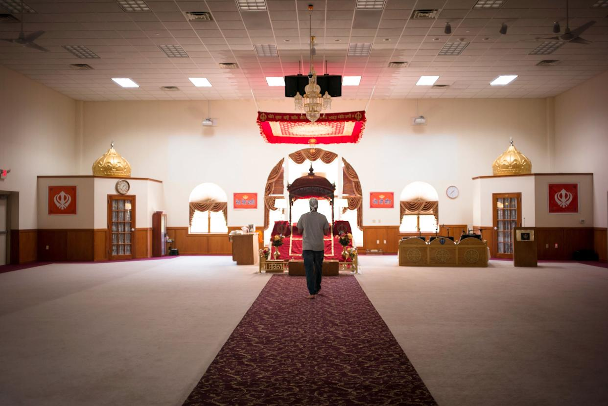 Sikhs come to pray and pay their respects at the Sikh Temple of Wisconsin on July 28, 2017. (Photo: Darren Hauck for HuffPost)