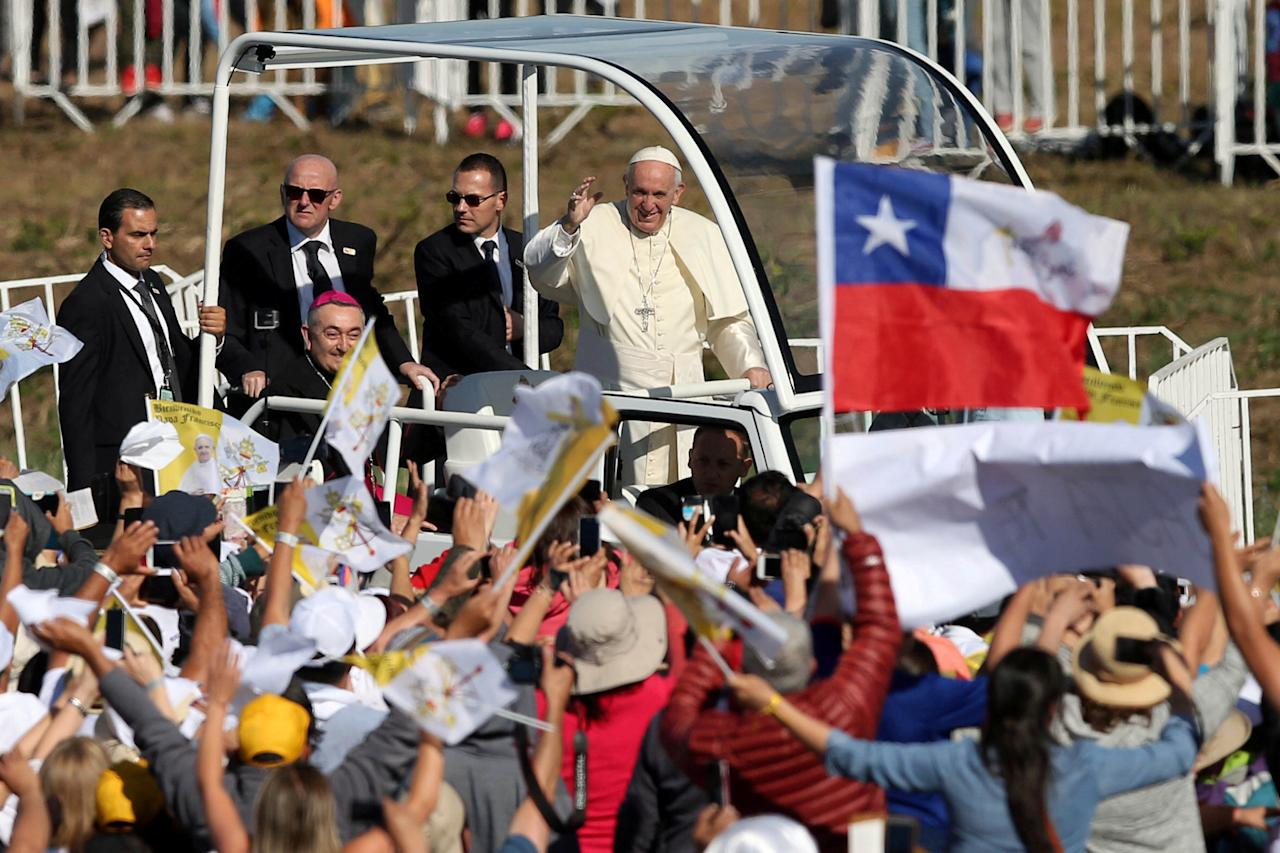 REFILE - CORRECTING TYPO IN THE BYLINE Pope Francis waves as he arrives to lead a mass at the Maquehue Temuco Air Force base in Temuco, Chile, January 17, 2018. REUTERS/Edgard Garrido