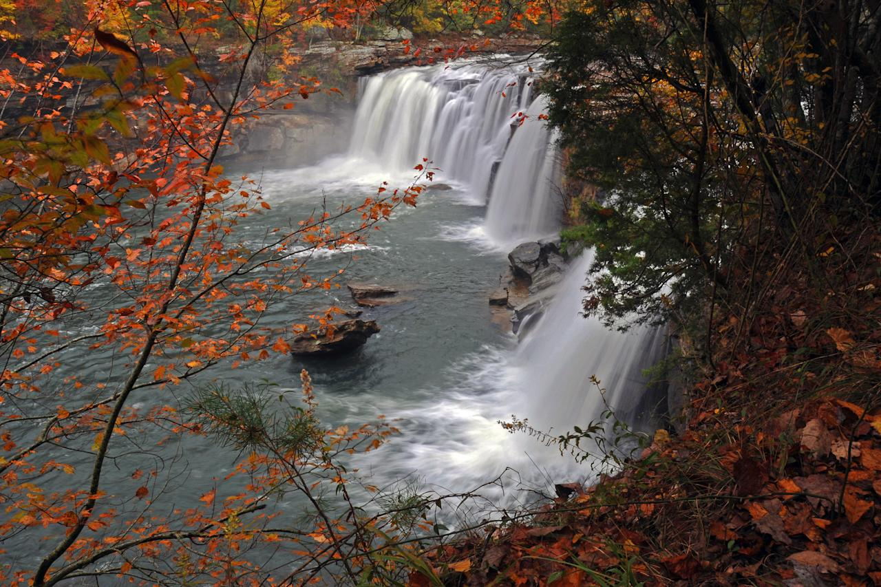 "<p>Right off Highway 35, Little River Falls welcomes park visitors to Fort Payne, Alabama, with a glorious autumn view of its 45-foot falls.</p> <p>For more information: <a href=""https://www.nps.gov/liri/index.htm"" target=""_blank"">Little River Canyon Nature Preserve</a></p>"