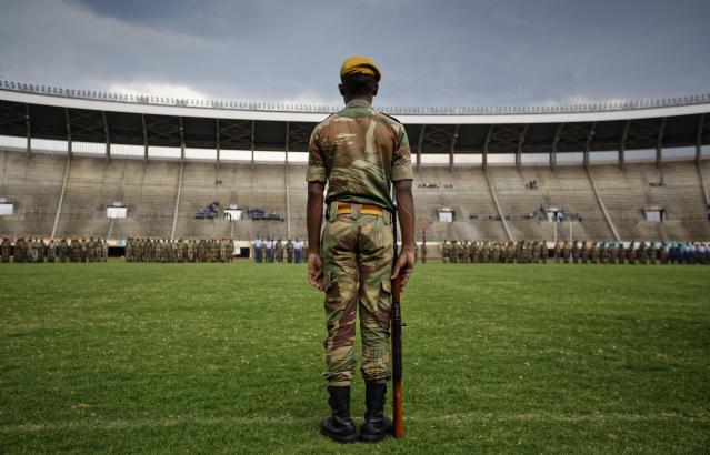 <p>A Zimbabwean soldier stands to attention during a dress rehearsal ahead of Friday's presidential inauguration of Emmerson Mnangagwa, at the National Sports Stadium in Harare, Zimbabwe Thursday, Nov. 23, 2017. (Photo: Ben Curtis/AP) </p>