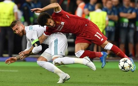 """Brain injury experts have warned football to urgently overhaul their medical protocols after the """"alarming"""" and """"extraordinary"""" chain of events following Liverpool goalkeeper Loris Karius's Champions League final concussion. The charities Headway and The Jeff Astle Foundation, as well as Taylor Twellman, whose own career was ended by a head injury, told Telegraph Sport that the final decision on whether players stay on the pitch following a suspected concussion should no longer rest with club doctors but an independent medical professional. Headway, Twellman and Dr Willie Stewart, the neuropathologist who diagnosed Chronic Traumatic Encephalopathy in former England striker Jeff Astle, also all called for football to follow rugby union in introducing temporary substitutions to allow players to leave the pitch for in-depth assessments. They also want the more proactive use of video technology during games, as is the case in American football, to assist doctors, coaches and officials in identifying incidents. Headway chief executive Peter McCabe questioned the """"worrying"""" circumstances around how Karius completed the Champions League, where his mistakes helped Real Madrid to a 3-1 win, despite taking an elbow to the head and then being diagnosed five days later by doctors in Boston with concussion. """"The best time to diagnose a discussion is when it happens,"""" said McCabe. """"He should have been assessed on the pitch. If that didn't happen, when he came off. If that didn't happen, when he got back to Liverpool, where they have got an excellent neurological centre - the Walton Centre. To leave it that long is extraordinary, it seems to me."""" Karius is caught by Ramos' elbow Credit: BT Sport Karius was assessed by Liverpool's medical team after the match but, although the goalkeeper had signalled to the referee that he had been struck by Sergio Ramos's elbow, there was no on-field call for treatment and the incident was only widely picked up following replays. Liverpool have n"""