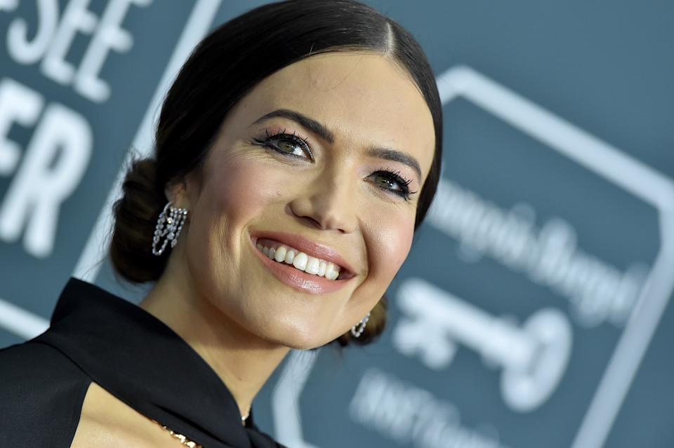 SANTA MONICA, CALIFORNIA - JANUARY 12: Mandy Moore attends the 25th Annual Critics' Choice Awards at Barker Hangar on January 12, 2020 in Santa Monica, California. (Photo by Axelle/Bauer-Griffin/FilmMagic)