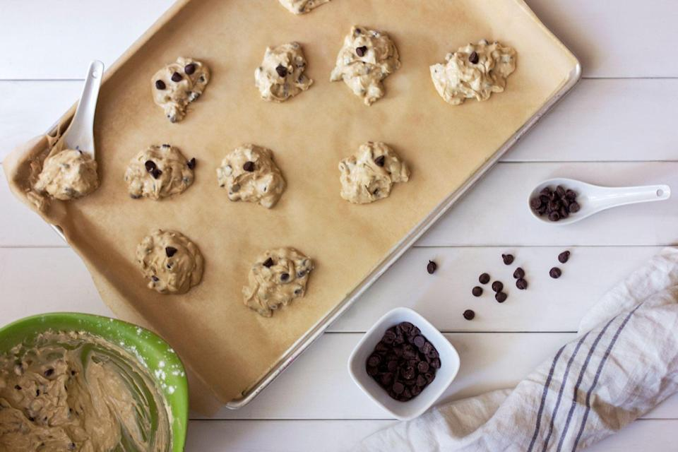 """<p>There's nothing worse than following a familiar recipe to a T, only to get lackluster results. Finding a great baking sheet can make a world of difference in your end results, creating confections that slide right off the sheet, and bake your creations to that perfectly baked golden brown that dreams are made of.</p><p class=""""body-text"""">But not all baking sheets are created equally, which can seriously impact the results of your hard work in the kitchen. We found the very best baking sheets that are durable, easy to clean, and work for not only baking cookies, but also for sheet-pan chicken and vegetables, too. All of our top picks also ensure even heat distribution, which is key for baking.</p><h3 class=""""body-h3"""">Best Baking Sheets</h3><ul><li><strong>Best Overall: </strong><a href=""""https://www.amazon.com/Nordic-Ware-Natural-Aluminum-Commercial/dp/B0049C2S32?tag=syn-yahoo-20&ascsubtag=%5Bartid%7C2089.g.37668918%5Bsrc%7Cyahoo-us"""" rel=""""nofollow noopener"""" target=""""_blank"""" data-ylk=""""slk:NordicWare Natural Aluminum Commercial Sheet"""" class=""""link rapid-noclick-resp"""">NordicWare Natural Aluminum Commercial Sheet</a></li><li><strong>Best Ceramic Sheet: </strong><a href=""""https://www.amazon.com/Farberware-purECOok-Ceramic-Nonstick-Bakeware/dp/B01E5J833M?tag=syn-yahoo-20&ascsubtag=%5Bartid%7C2089.g.37668918%5Bsrc%7Cyahoo-us"""" rel=""""nofollow noopener"""" target=""""_blank"""" data-ylk=""""slk:Faberware Ceramic Nonstick Baking Sheet"""" class=""""link rapid-noclick-resp"""">Faberware Ceramic Nonstick Baking Sheet</a></li><li><strong>Best Budget: </strong><a href=""""https://www.amazon.com/Good-Cook-Inch-Cookie-Sheet/dp/B0026RHI0U?tag=syn-yahoo-20&ascsubtag=%5Bartid%7C2089.g.37668918%5Bsrc%7Cyahoo-us"""" rel=""""nofollow noopener"""" target=""""_blank"""" data-ylk=""""slk:Goodcook Nonstick Bakeware Sheet"""" class=""""link rapid-noclick-resp"""">Goodcook Nonstick Bakeware Sheet</a></li><li><strong>Fun Design:</strong> <a href=""""https://go.redirectingat.com?id=74968X1596630&url=https%3A%2F%2Fgreatjonesgoods.com%2Fproducts%2Fholy-she"""