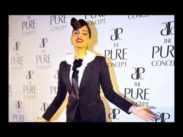 "<b>8. Sonam Kapoor </b><br>If anyone knows her Chanels well; it has to be Sonam Kapoor. Her style is chic, classic, feminine and flirty. She often leans towards styles from the eras gone by, and she give ""back in time"" a whole new meaning. She's tall and thin and dresses according to her height and frame, often underplaying her looks."
