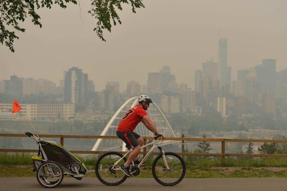 A view of Edmonton's city centre on August 22, 2018, as smoke from the B.C. wildfires makes its way into the province. (Photo: NurPhoto via Getty Images)