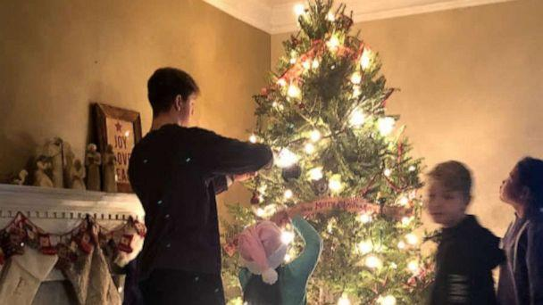 PHOTO: Kerry and David Mills' four children decorate the family's Christmas tree. (Kerry and David Mills )