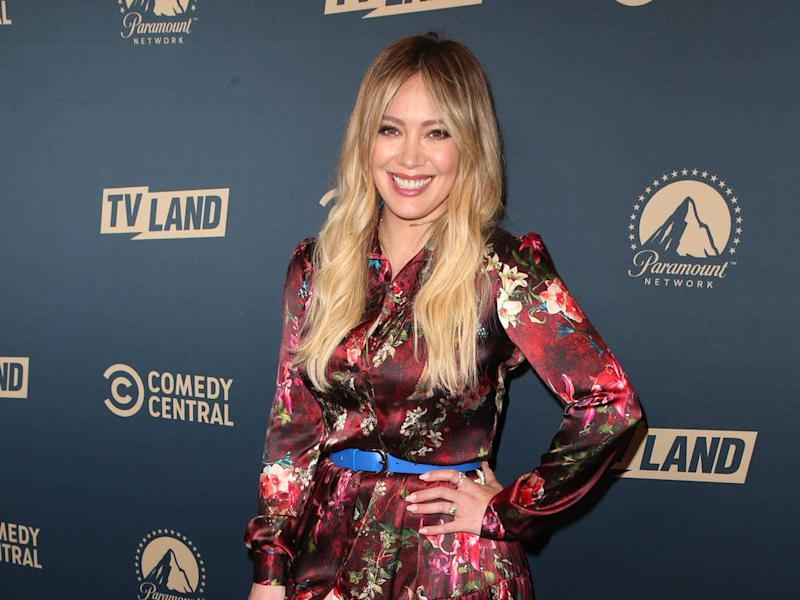 Hilary Duff sings son to sleep with her own songs