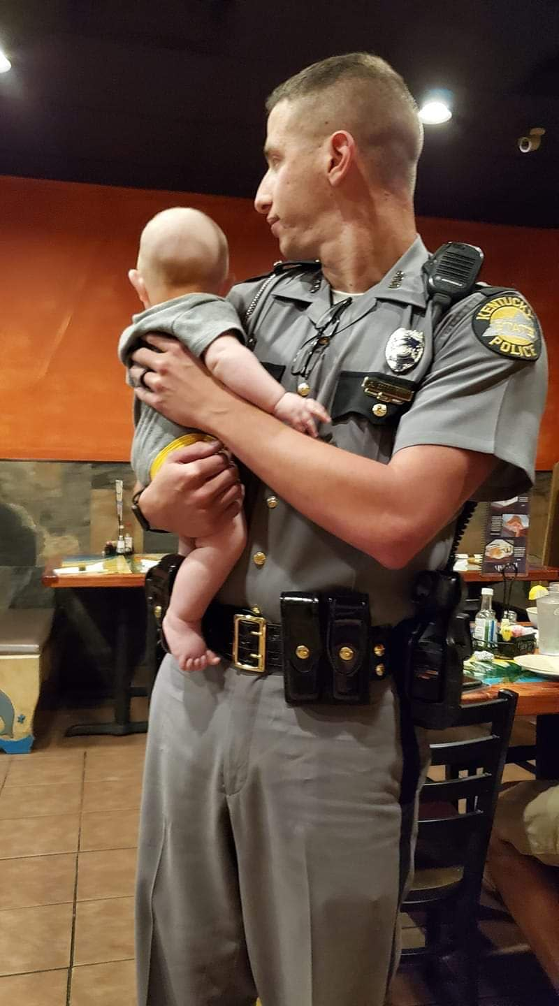 A Kentucky State Trooper is being praised for helping a mom enjoy a peaceful meal. (Photo: Tabatha Corbitt)