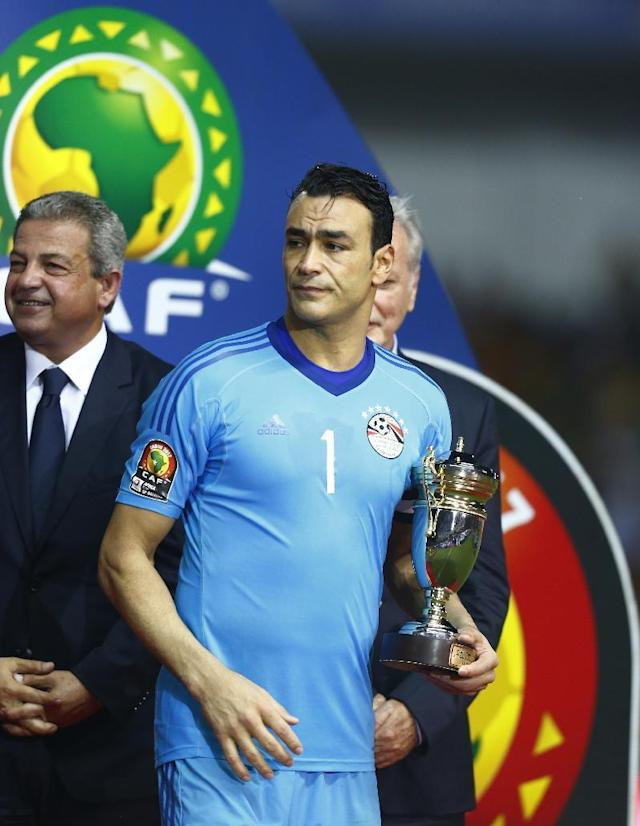 Football Soccer - African Cup of Nations - Final - Egypt v Cameroon - Stade d'Angondjé - Libreville, Gabon - 5/2/17 Egypt's Essam El-Hadary with fair play award after the game Reuters / Amr Abdallah Dalsh Livepic