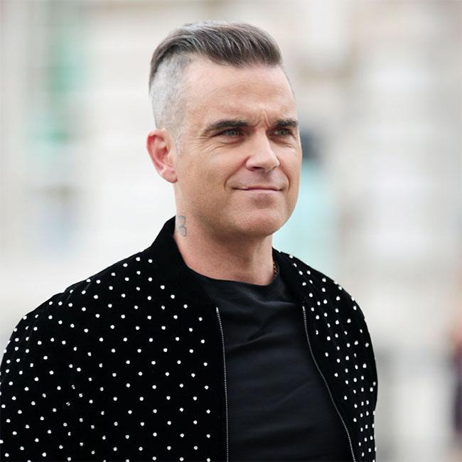 Robbie Williams contrata guaruras por temor a los aliens