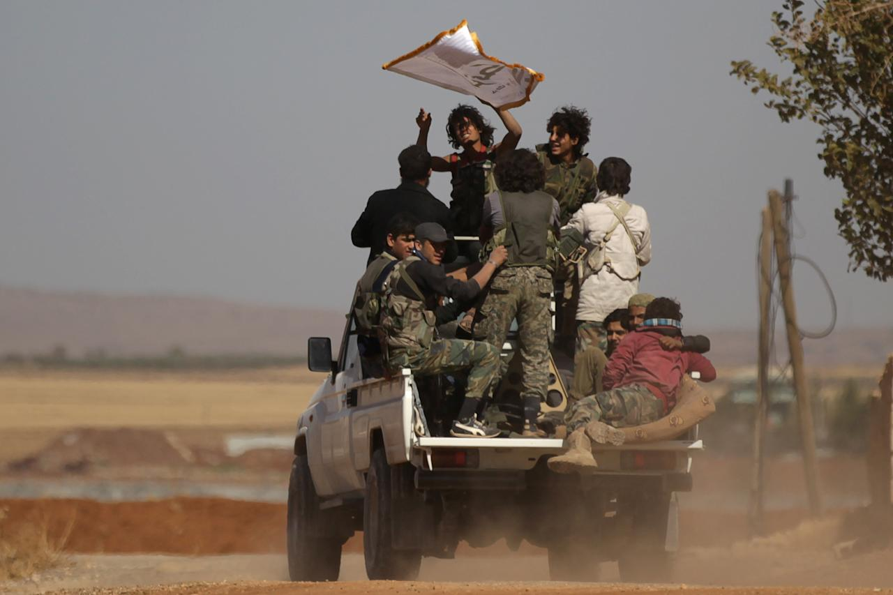 Harakat Nour al-Din al-Zenki fighters ride on a pick-up truck in the northern Syrian rebel-controlled town of al-Rai, in Aleppo Governorate, Syria, September 27, 2016. REUTERS/Khalil Ashawi