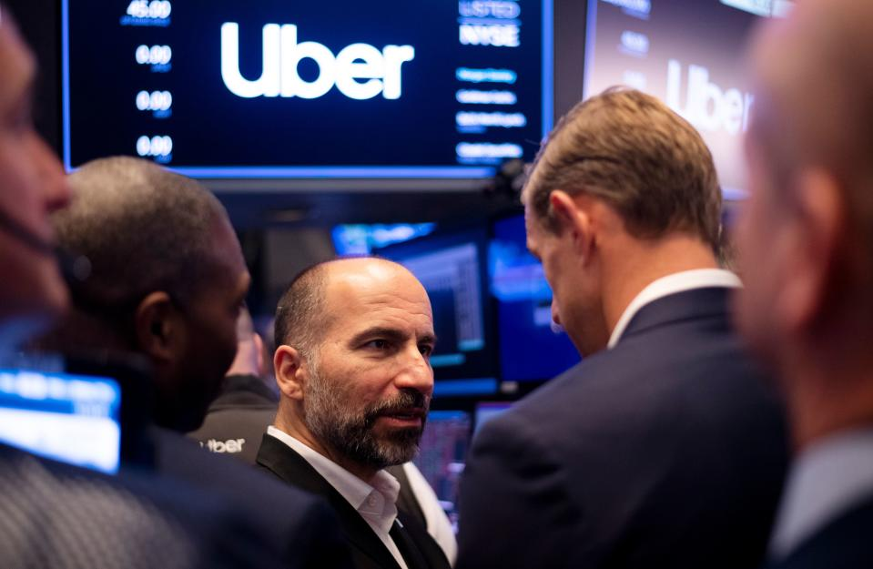 Uber CEO Dara Khosrowshahi talks to traders after the opening bell during his ride sharing companie's IPO at the New York Stock Exchange (NYSE) May 10, 2019 on Wall Street in New York City. (Photo by Johannes EISELE / AFP) (Photo credit should read JOHANNES EISELE/AFP/Getty Images)