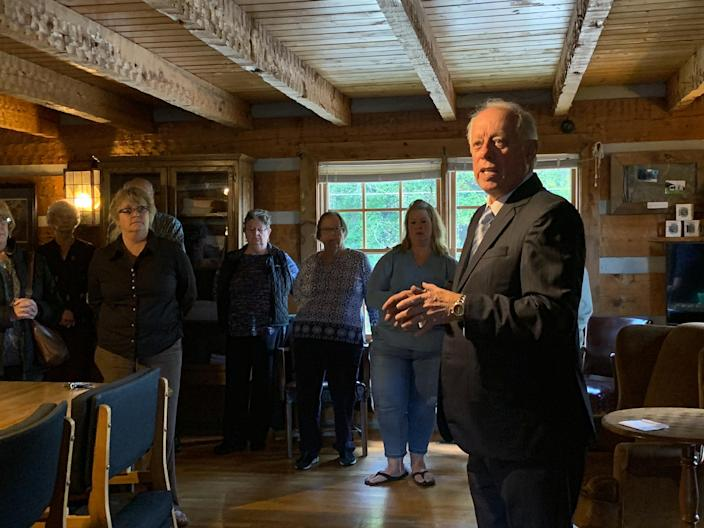 Phil Bredesen speaks to voters in Mountain City, Tenn. (Photo: Holly Bailey/Yahoo News)