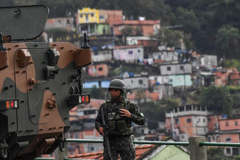 Thousands of Brazilian troops raided Rio de Janeiro in a crackdown on criminal gangs on August 5, 2017 (AFP Photo/Apu Gomes)