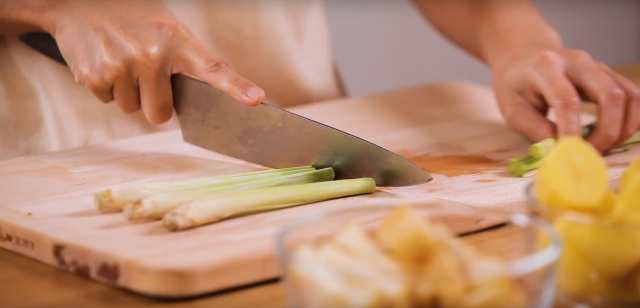Cut the lemongrass into halves