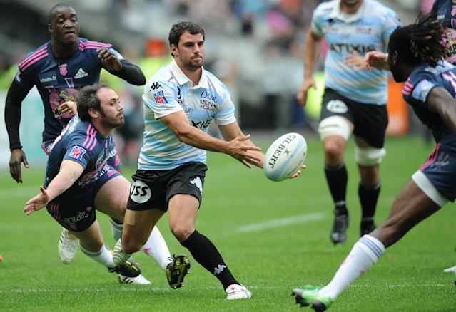 Racing Metro's French fly-half Jonathan Wisniewski (C) passes the ball during the French Top 14 rugby union match Stade Francais vs. Racing Metro on May 5, 2012 at the Charlety stadium in Paris. AFP PHOTO / FRANCK FIFEFRANCK FIFE/AFP/GettyImages
