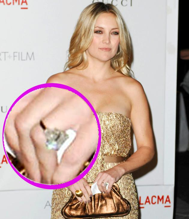 Kate Hudson engagement ring: Yummy mummy Kate has a square cut diamond sat on a gold band – to match her golden-tone hair and in this pic, her dress too – we like her work!