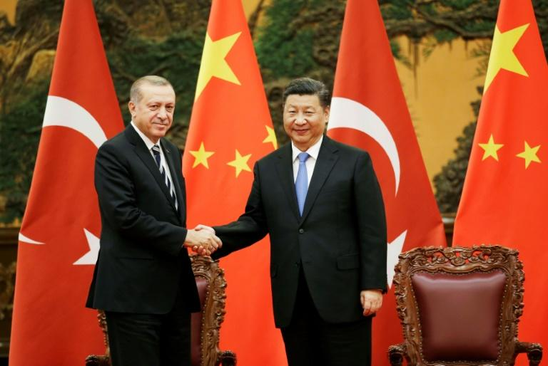 Turkish President Recep Tayyip Erdogan (L) and Chinese President Xi Jinping have held trade talks as part of closer ties