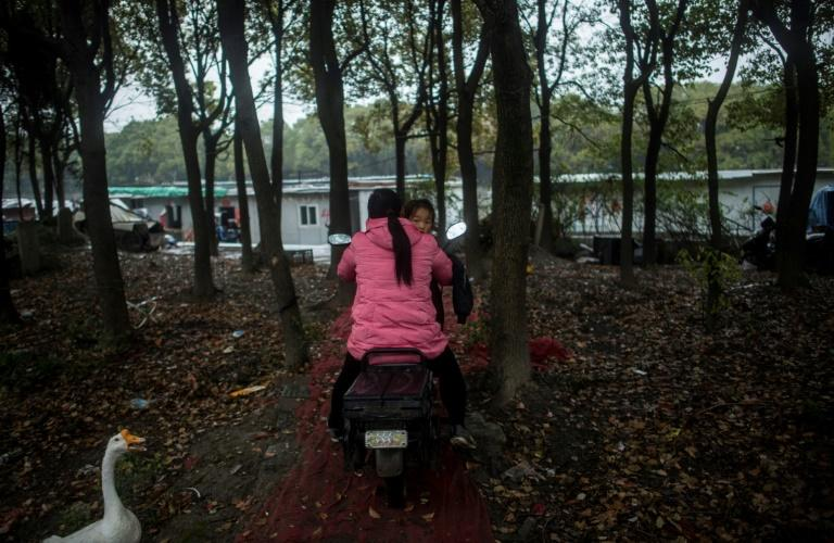 Shanghai authorities accuse Xinchapu boat-dwellers of polluting the area, building illegal structures and discharging raw sewage into the water