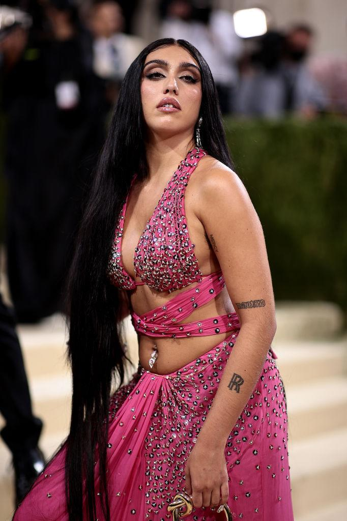 Lourdes Leon wore a fuschia pink two piece ensemble for the glamorous event. (Getty Images)