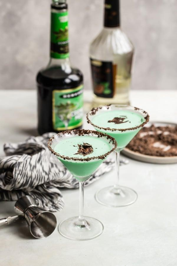 """<p>Like a Thin Mint that gets you drunk, what's better than a chilled grasshopper? To make this sweet concoction, mix green creme de menthe, white creme de cacao, and half-n-half together, and you'll be drooling in no time. Use chocolate shavings to garnish the rim.</p> <p><strong>Get the recipe</strong>: <a href=""""https://www.popsugar.com/buy?url=https%3A%2F%2Fwww.culinaryhill.com%2Fgrasshopper-cocktail%2F&p_name=grasshopper&retailer=culinaryhill.com&evar1=yum%3Aus&evar9=47471653&evar98=https%3A%2F%2Fwww.popsugar.com%2Ffood%2Fphoto-gallery%2F47471653%2Fimage%2F47474528%2FNevada-Grasshopper&list1=cocktails%2Cdrinks%2Calcohol%2Crecipes&prop13=api&pdata=1"""" class=""""link rapid-noclick-resp"""" rel=""""nofollow noopener"""" target=""""_blank"""" data-ylk=""""slk:grasshopper"""">grasshopper</a></p>"""